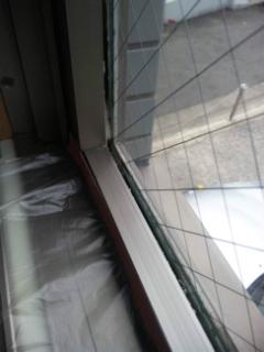 ガラス廻りのコーキング